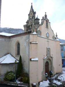 Place centrale. L'église St Etienne