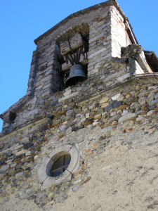 Chapelle ND de Pitié. la cloche et l'oculus