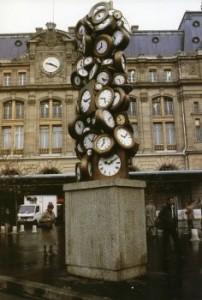 Arman Paris.Gare St Lazare. L'Heure de tous