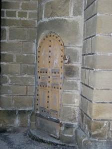 Porte dérobée menant au clocher