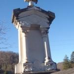 Seix.Tombe en marbre de Carrare avec entrelacs