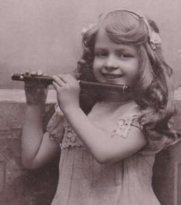 Petite fille à la flûte