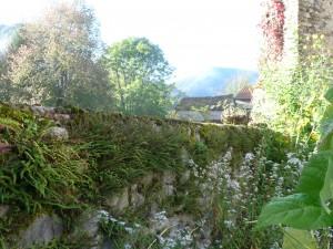 Seix. Le vieux mur du jardin de curé. Oct.2014