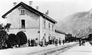 Tarascon sur Ariège. La gare.Les quais voyageurs