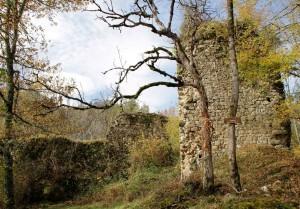Les ruines du château de Bramevaque aperçues par l'abbé Cau-Durban
